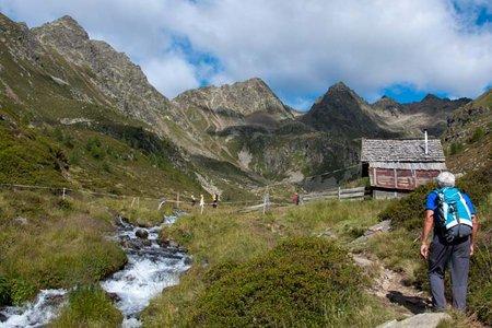 Tiefrastenhütte (2308 m) aus dem Winnebachtal