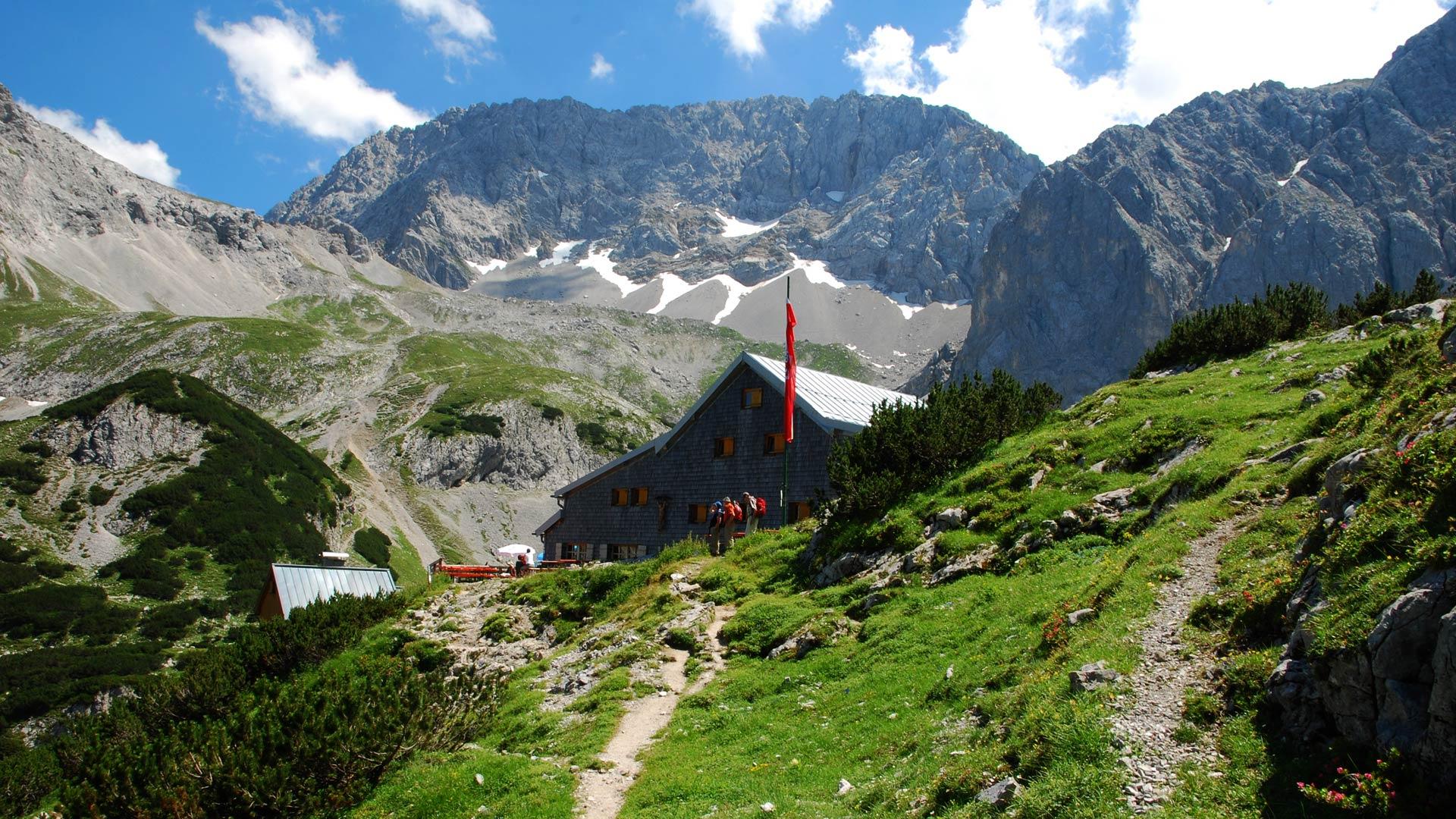Klettersteig Coburger Hütte : Coburger hütte von der bergstation ehrwalder almbahn